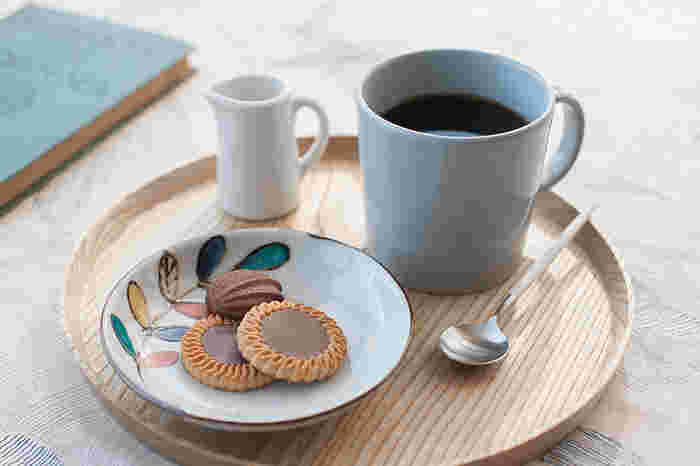 パールグレーは爽やかさと柔らかさを兼ね備えた綺麗な色合い。意外と和食器とも好相性です。