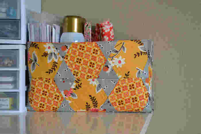 こちらはボックスカバー。 小物入れにぴったりですね。 案外目立つティッシュカバーも手作りでいかがでしょうか。