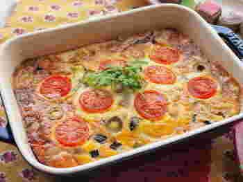 野菜と卵を耐熱容器に流し入れたら、あとはオーブンにおまかせ!準備でバタバタするパーティーではこんなオーブン料理が助かりますね。