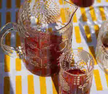家族や友人とドリンクを囲むなら、ピッチャーが活躍します。天気のいい日に、お庭やテラスでのんびりお茶を楽しみたい時などにぴったりです。