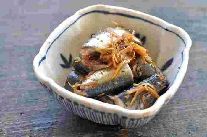 白いご飯がどんどん進む、生姜がピリリと効いた、濃い味のいわしの生姜煮。料理酒と一緒に煮込めば、いわしの臭みもさっぱりと仕上げることができます。