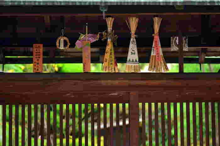 期間中、それぞれの山鉾では『粽(ちまき)』が販売されます。ちまきといっても食べ物ではなく、笹の葉で作られた厄除けのお守りのこと。一年間、玄関に飾って災難や疫病から守ってもらえるのだそう。  祇園祭の楽しみ方はいろいろ。ぜひ、観光サイトなどでチェックしてみてくださいね。