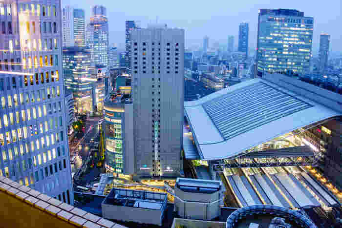 大阪駅の老舗百貨店で手に入る関西土産、いかがでしたか?旅から帰ったあとも、お土産を食べることで、楽しかったことを思い返せますよね。身近な人に渡すだけでなく、自分のためのお土産としてもどうぞ!