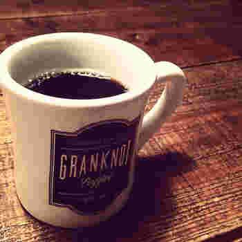 北摂焙煎所から届く豆を使用し、1杯のコーヒーを淹れるのに豆の量を少し多めに使用しているとのこと。 ハンドドリップで丁寧に淹れてくれます。数量限定の豆が入荷することも!  豆にもこだわった美味しいコーヒー。飲み比べてみるのも楽しいですよ!