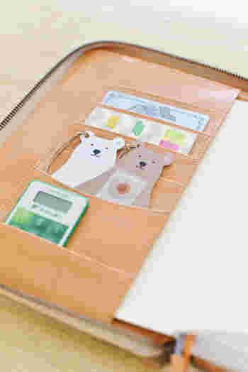 カードポケットがたくさんついている手帳カバーも使いやすいですね。手帳を使うときのお供を収めておくと、飽きずに手帳生活を送ることができます。