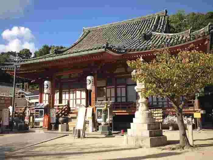 「浄土寺(じょうどじ)」は、616年に聖徳太子によって創建されたと伝えられています。境内一帯が国指定文化財に指定されていて、「本堂」「多宝塔」は国宝に、「山門」「阿弥陀堂」は国の重要文化財になっています。
