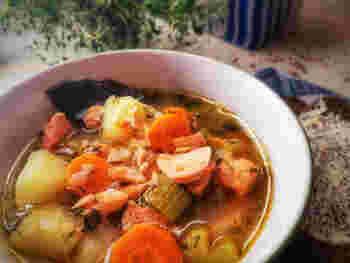 こちらは、同じく鮭を使った、ノルウェーの郷土料理。セロリとフェンネルシードの香りがポイントだとか。鮭とともにタラなどを入れるレシピもあるようです。