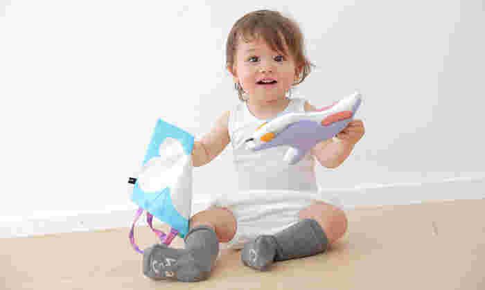 ママの手作りおもちゃでゴキゲンだと、ママもほっこり。