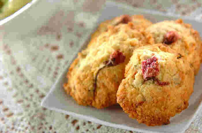 サクサク香ばしい桜のクッキーは、手軽につまめて◎!プレゼントにもぴったり。