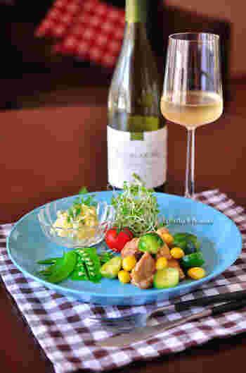 ■チキンと芽キャベツのコンソメバター チキンと一緒に、お子様も大好きなコンソメベースでの味付けです。 彩りを考えて、芽キャベツに合う野菜をプラスしてみて。