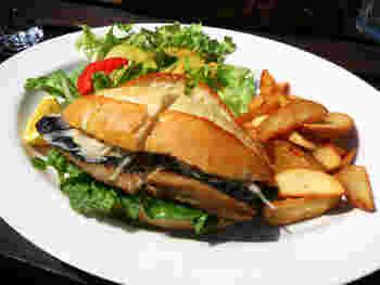 鯖(さば)×サンドイッチ!? 実はトルコ名物「サバサンド」の作り方&アレンジレシピ