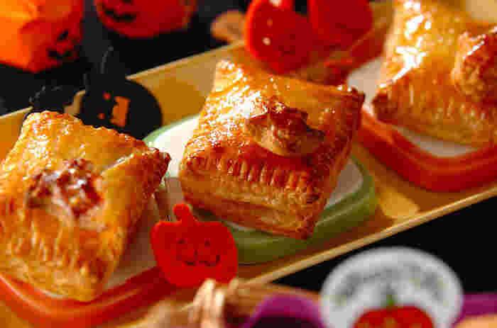 卵黄はパイの艶出しにも使われています。 パイを焼く前に溶いた卵黄をハケで塗って焼き上げると、香ばしくて美味しそうな艶が出ますよ。