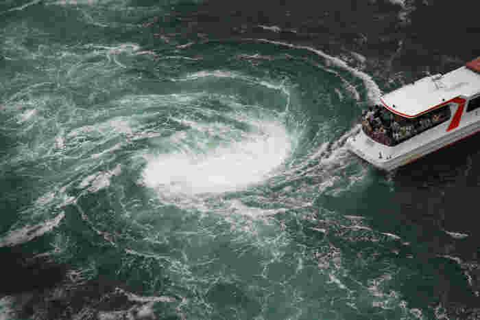 ツアーを活用すれば、渦潮の迫力満点の絶景が見られます。
