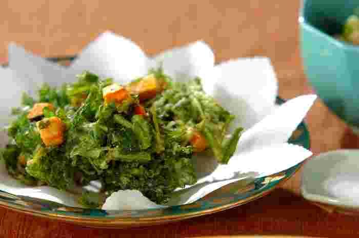 栄養豊富な春菊とかぼちゃで作るかき揚げは、見た目も鮮やかで、まるで草原にオレンジの花が咲いているような、美しい仕上がりに。こちらもめんつゆよりもお塩でいただくのがベストです。