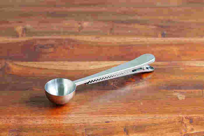 スプーン?クリップ?実はその二つが合体したアイテム。コーヒー豆を計る時だけに使う計量スプーン、出したりしまったり面倒な時ありませんか?