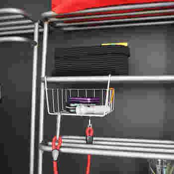 ウォールハンガーやラック、トレイなど自由に組合せて、収納したいものや部屋の間取りに合わせてアレンジが可能。 出番が多いジャケットやコートはハンガー、パンツはラック、財布や鍵などの小物はトレイにと、動線に合わせて組み合わせれば、自分にピッタリの高機能インテリアの完成です!
