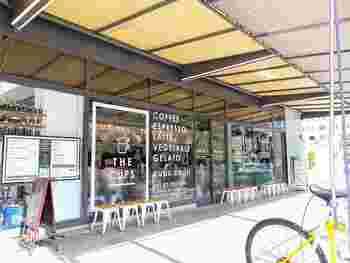 伏見駅から歩いてすぐ。6月にオープンしたお店。 珈琲はもちろん新鮮な野菜や有機野菜を使ったサラダやジェラートなども楽しめます。
