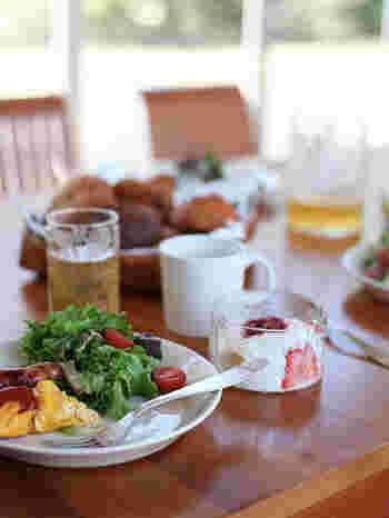 こちらのテーブルでは、ヨーグルトの小鉢としてフローラボウルが活躍しています。フルーツをたくさんトッピングしても余裕のサイズなのが嬉しい。