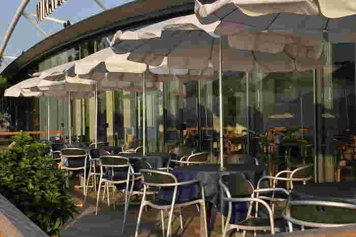 JR高松駅より徒歩5分、サンポート高松の埠頭にある「レストランミケイラ 」。