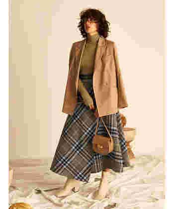 フレアスカートに、ジャケットとブーツを合わせて綺麗めな着こなしに。特別な日はこんなこだわりのあるスタイルで出かけたいですね♪