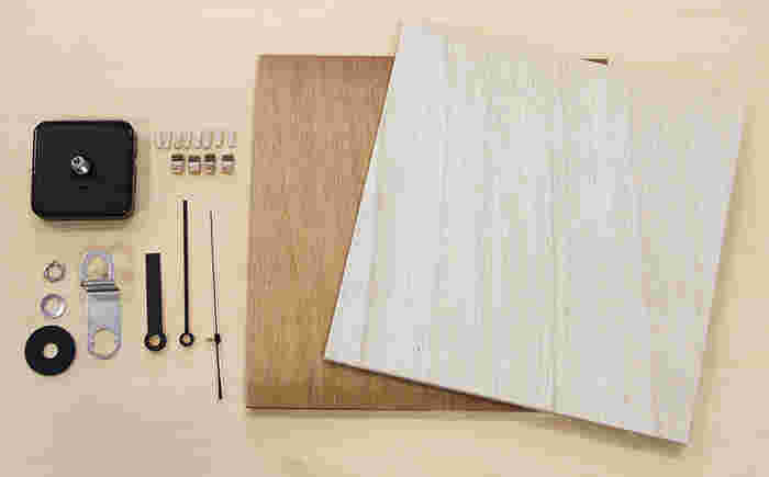 《材料》 時計の針 ムーブメント 文字板用の木材•文字符用の木材(200㎜の正方形、厚さ5㎜と10㎜の2もの)  《工具類》 定規 えんぴつ マスキングテープ 電動ドリル 糸のこぎり ウエス 塗料 接着剤 スパナ