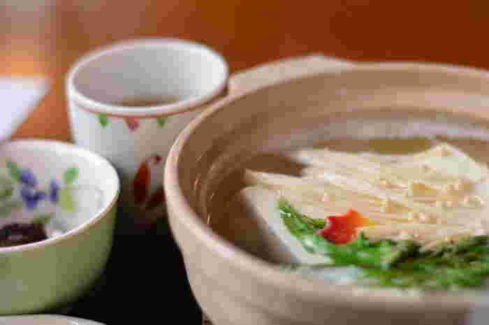 主菜から副菜まで。揚げたり、焼いたり…味わい広がる「豆腐」レシピ