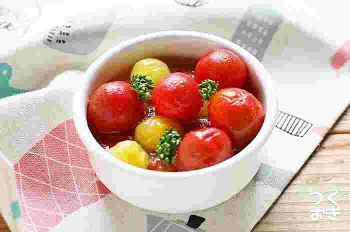 彩りが鮮やかなので、一品プラスするだけで食卓が一気に華やぎます。 お酒のおつまみや、おもてなしの前菜としてもおすすめです。はちみつ独特の甘みと風味がトマトにじっくりなじむよう、一晩じっくり漬け込むのが美味しさの秘訣。おやすみの日にまとめて作っておくとよいでしょう。  調理時間:10分 ※漬け込む時間を除く