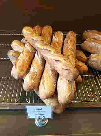 ハード系がお好みの方はバゲットがおすすめ。小麦のおいしさをダイレクトに味わえます。スライスしてパテなどを載せると、ワインが進んじゃいますね♪