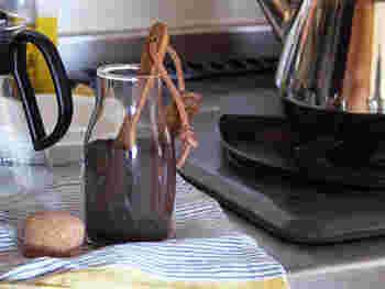 普通の計量の他、コーヒーやお茶を計るのに使っても絵になる。そのまま置いておいてもオシャレな計量スプーンです。