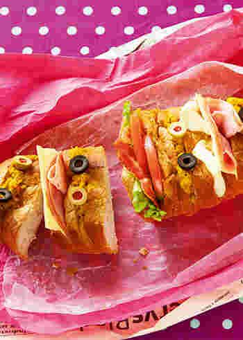 こちらは、バゲットの表面に切れ目を何ヵ所か入れ、そこにさまざまな具を詰めるスタイル。紙をほどいた瞬間に、すべての具材がにぎやかに視界に飛び込むインパクト大なサンドイッチです。好きなところをちぎって食べるお楽しみも。