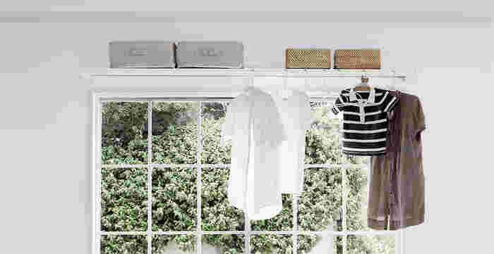 「wally」は棚にポールが取り付けられたインテリアアイテムです。棚としての使用の他、雨の日にはお洗濯物干しとして使えるとっても便利なアイテムです。