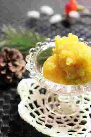 栗の甘露煮を使って、簡単栗きんとん。味付けも甘露煮の汁なので材料もシンプル。ツヤを出すために、オリゴ糖や水飴をプラスします。