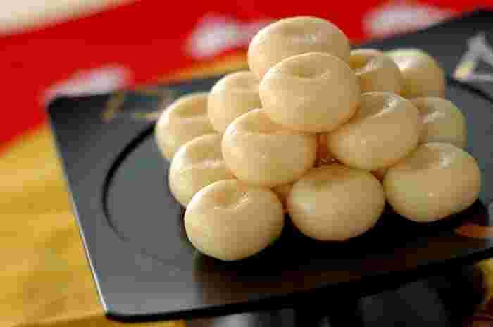 ハチミツで優しい甘さのお月見団子。絹ごし豆腐を入れる事でお団子の食感が柔らかくなり、時間が経っても固くなりにくくなります。