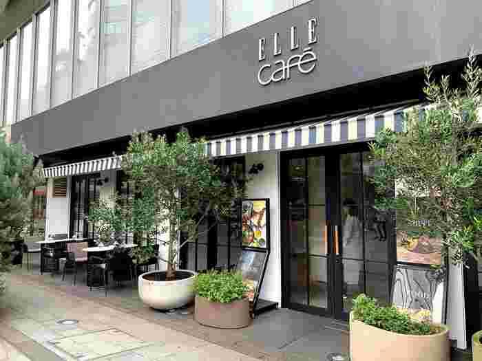 モデル人気の高いスポットがここ「ELLE cafe Aoyama」です。人気メディアで知られるELLEプロデュースのカフェとして人気なスポットとして有名ですね。