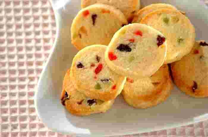 宝石のようなキラキラをアイスボックスクッキーで。ドライフルーツの甘酸っぱさがたまらなく美味しいクッキーです。