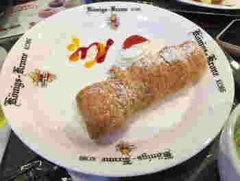 今も変わらず丁寧に焼かれている代表菓子のクローネ。 神戸では、家庭でのおやつにも登場する機会が多いんです。