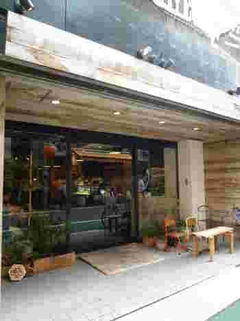 中目黒駅から徒歩5分ほど、現在6店舗ある「TRASPARENTE(トラスパレンテ)」の本店ともいえる1号店がこの中目黒店なんです。