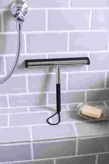 水垢はすべて、水分が溜まったり乾いたりを繰り返す場所で発生します。キッチンや浴室など毎日水に濡れる場所では、使い終わった後なるべく水分を拭っておくようにしましょう。手に負えなくなる前にこまめなお手入れを心がけておく方が、長い目で見た時にはお掃除の負担もかなり軽減できます。