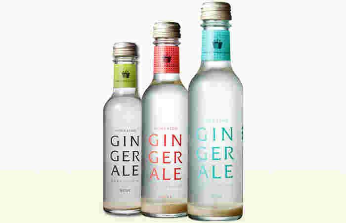 フレーバーは、「ベーシック」「アップル」「ミント」の3種類。しょうがを濾過せずそのまま入れているので、底に成分が沈殿しています。飲むときは封を開ける前に、瓶をゆっくり逆さにして混ぜます。そのまま飲むのはもちろん、お好みのお酒とあわせてカクテルのベースにするのも贅沢な楽しみ方。