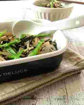 食物繊維たっぷりの、ごぼうとレンコンひじきの和風サラダ。お惣菜のように根菜たっぷり、シャキシャキと歯ごたえも楽しい副菜です。