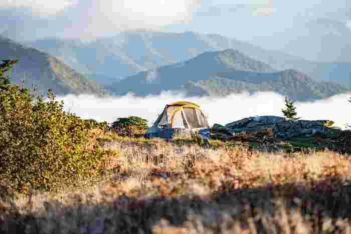 でもまだ大丈夫!キャンプのハイシーズンを過ぎてくると、混雑することなくゆっくりとキャンプを楽しめるようになります。他にも、アウトドアに秋がおすすめの理由があります。