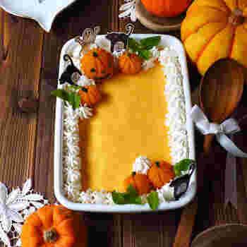 かぼちゃ好きには堪らないこちらのレシピ。裏ごししたかぼちゃ、バニラアイス、ゼラチンを混ぜて完成。ポイントは、バニラアイスを常温に戻し溶かすことです。