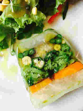 野菜料理のおすすめは『農家さんのお野菜をたっぷり詰め込んだ野菜テリーヌ 』。