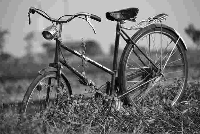 いつもパイプをくわえたユロおじさん。 自転車の二人乗りでジェラールと出かけたり、何気ないけれどなんだか心温まるシーンがたくさんありますよ。