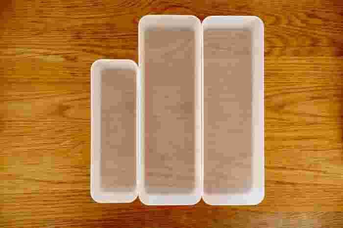 冷蔵庫の整理・整頓には『無印良品』の収納アイテムも大人気です。こちらはキッチン周りや引き出しの収納に活躍する「整理ボックス」。大・小様々なサイズが展開されていますが、冷蔵庫の整理・整頓には縦長タイプのケースがおすすめです。
