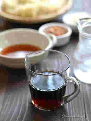 おうちでなら生醤油をかけるのが一番早いですが、めんつゆもおすすめです。醤油よりもお砂糖が入っているめんつゆをかけることで、お子さんにも食べやすい味にできますよね。さらに、かつお節をかけてもおいしいのでおすすめです。