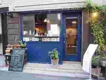 神保町にゃんこ堂の少し先、白山通りを1本裏に入ったところにある「きっさこ」は、ジャズの流れる静かな店内が読書に向いていると人気です。
