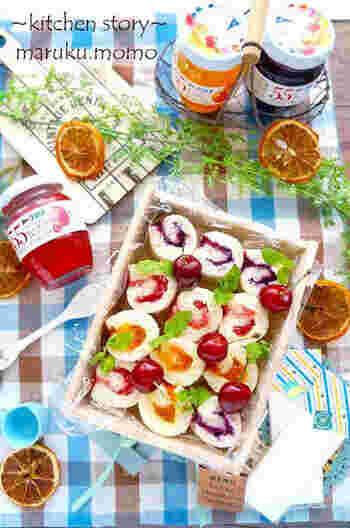 サンドイッチ用のパンにジャムを塗ってくるくると巻いた「フルーティロールサンド」。ジャムの甘さが疲れた体を癒してくれます。