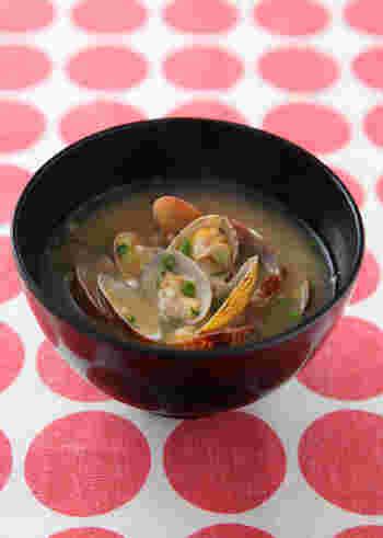 定番のお味噌汁もマスターしておきたい一品です。あさりは加熱した時に出る汁に、うまみ成分や栄養がたっぷり含まれるんですよ*