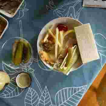 ティーマのプレートは、シンプルな中にも高級感があり、柄がある食器や、華やかなテーブルクロスにもマッチするプレートです。